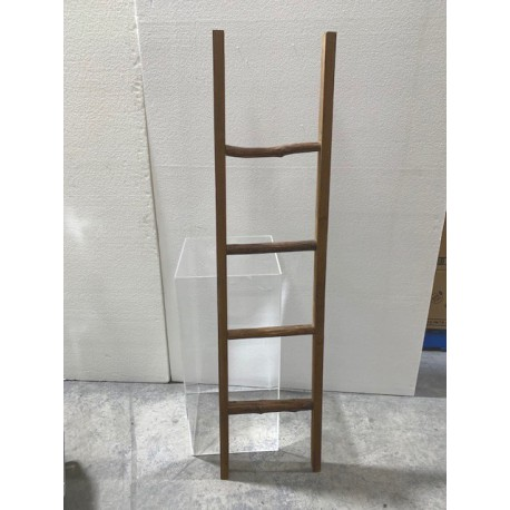 HEQ6- Wooden Ladder FOR HIRE